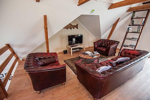 lounge lodge